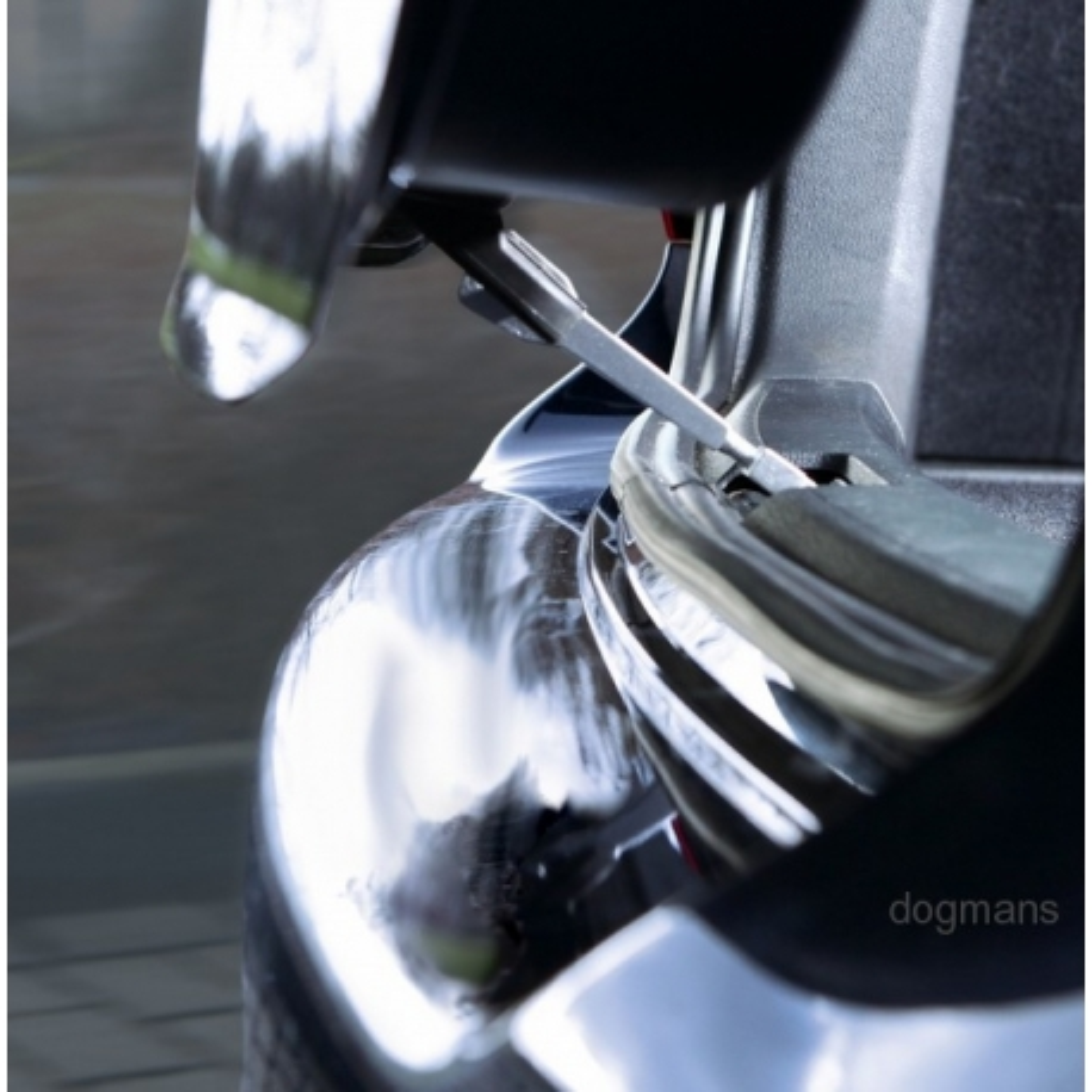 Ventilační pojistka pro převoz psa v autě kufru auta